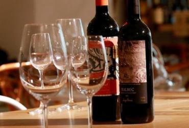 Muito traz guia com as melhores lojas de vinhos de Salvador