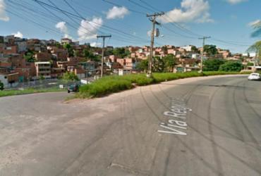 Motorista fica ferido após caminhão tombar em ladeira na Via Regional | Reprodução | Google Maps