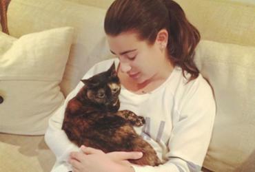 Lea Michele foge de incêndio levando apenas seu gato