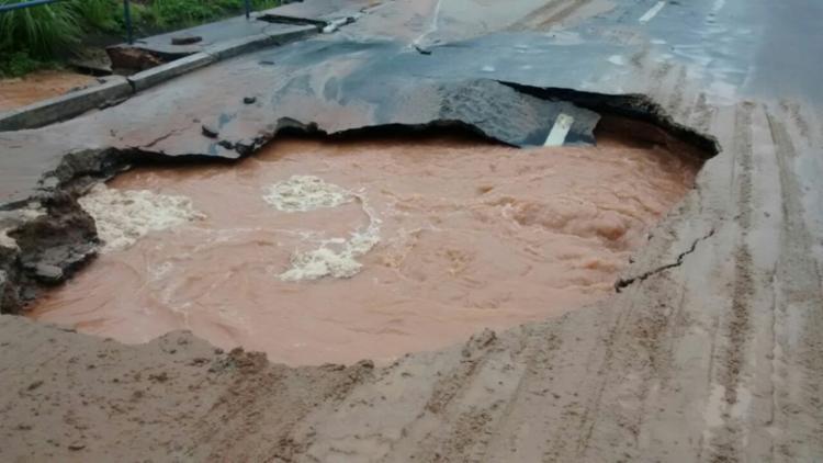 Cratera na pista causou transtornos ao trânsito da região - Foto: Divulgação   Prefeitura de Salvador