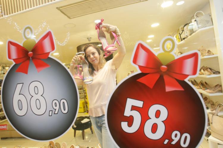 Empreendendores apostam em promoções de produtos para gerar mais lucro com as festas de final de ano - Foto: Mila Cordeiro | Ag. A TARDE