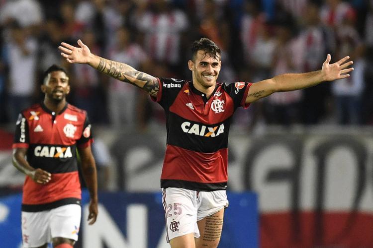 Vizeu fez os dois gols do Fla na partida - Foto: Luis Acosta l AFP