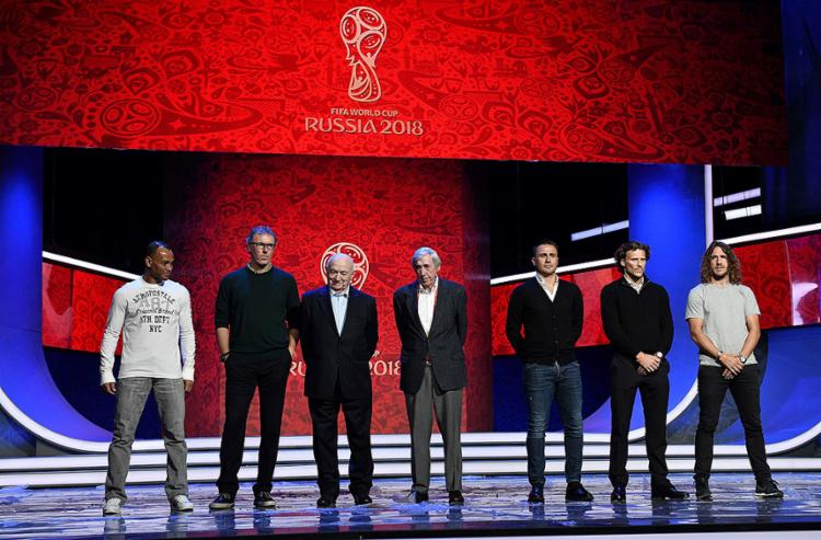 O sorteio contará com a participação de ex-jogadores, como Cafu (E), Cannavaro, Forlán e Puyol - Foto: Mladen Antonov l AFP