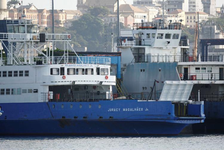 Ferry Juracy Magalhães foi uma das embarcações que apresentaram dificuldades para atracar - Foto: Joá Souza | Ag. A TARDE | 26.10.2016