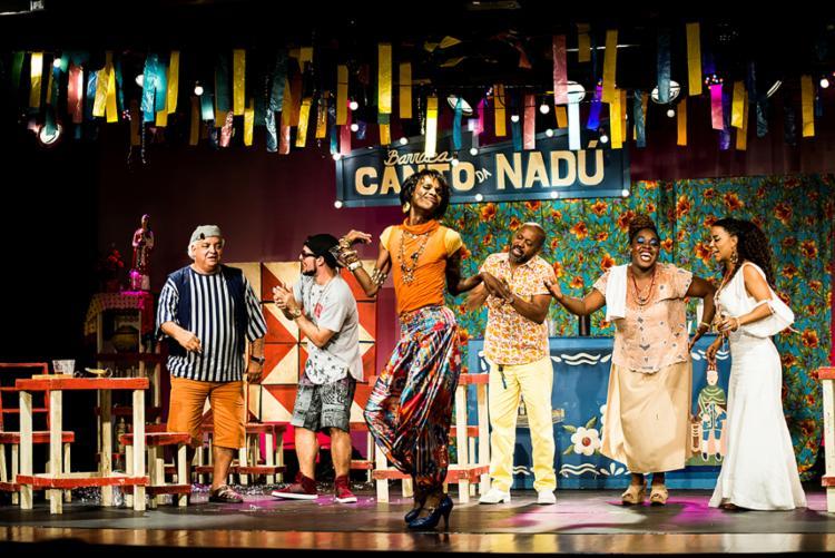 Montagem propõe reflexão sobre a linguagem e os costumes do baiano - Foto: Marina Alfaya   Divulgação