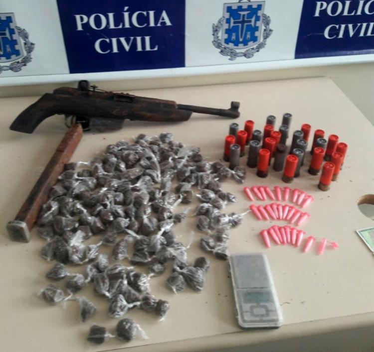 Material foi encontrado em um terreno baldio nos fundos da casa do suspeito - Foto: Divulgação | Polícia Civil
