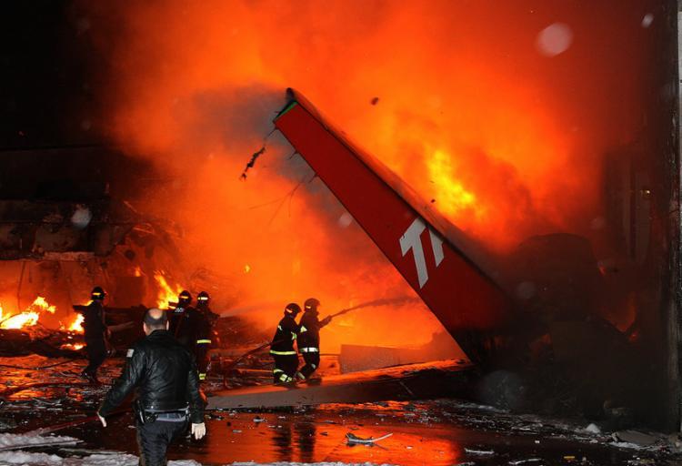 O acidente com avião da TAM no Aeroporto de Congonhas completou 10 anos em julho sem nenhum punido - Foto: Eugenio Goulart l Estadão Conteúdo