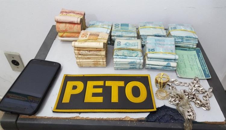 Mototaxista foi flagrado recebendo dinheiro de uma mulher - Foto: Divulgação | Rafael Vedra | Liberdade News