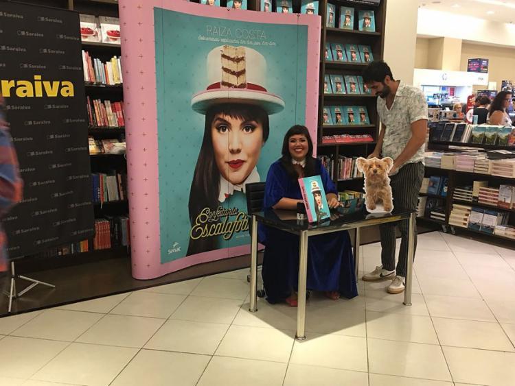 Lançamento aconteceu na área externa da livraria Saraiva do Salvador Shopping - Foto: Brenda Ramos l Ag. A TARDE