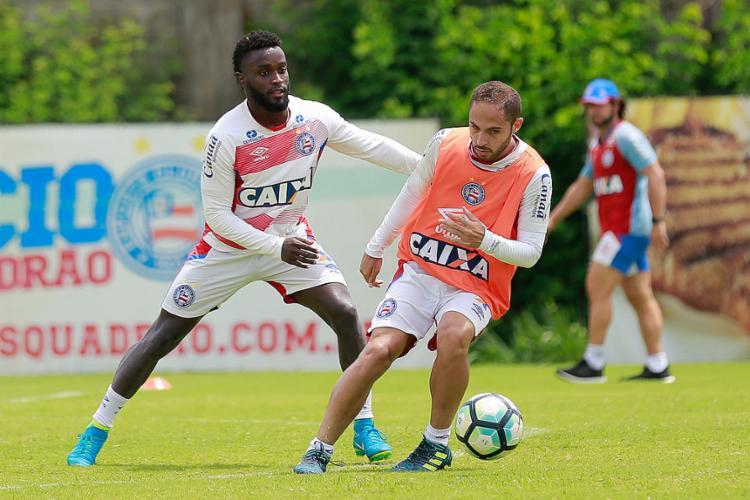 Régis (D) deve ser o substituto de Zé Rafael no setor de meio-campo do Tricolor - Foto: Marcelo Malaquias l EC Bahia