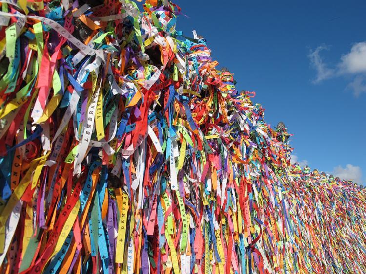 Símbolo da religiosidade, fitinhas serão objeto de rito de fé - Foto: Xando Pereira l Ag. A TARDE l 8.2.2011