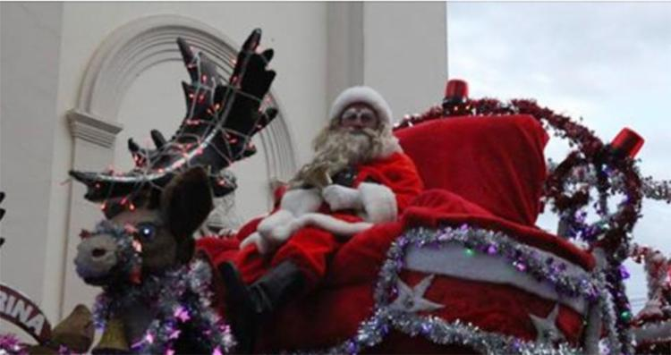 Papai Noel participava de uma ação voluntária quando houve o protesto - Foto: Reprodução | Facebook
