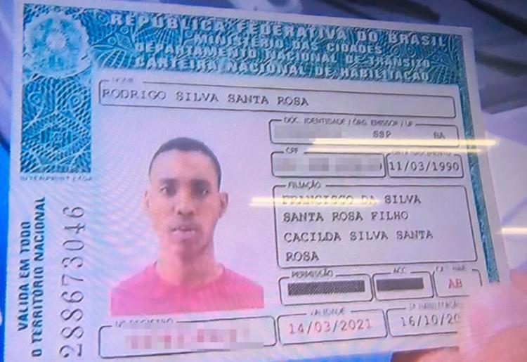 Rodrigo Santa Rosa estava dentro de carro quando foi atingido - Foto: Reprodução | TV Record