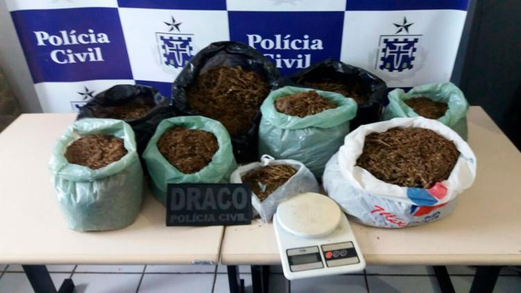 Suspeitos deixaram o material no meio da rua ao perceber a chegada da equipe do Draco - Foto: Divulgação | Polícia Civil