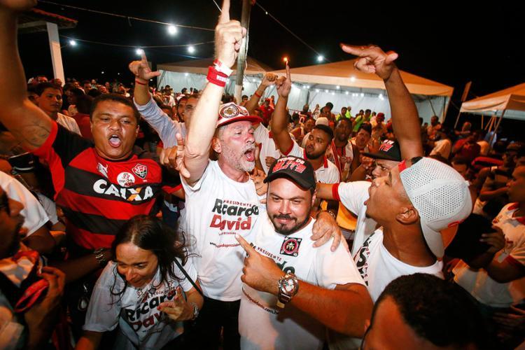 Novo mandatário rubro-negro, Ricardo David comemorou muito a expressiva votação que lhe garantiu a vitória já no 1º turno - Foto: Raul Spinassé   Ag. A TARDE