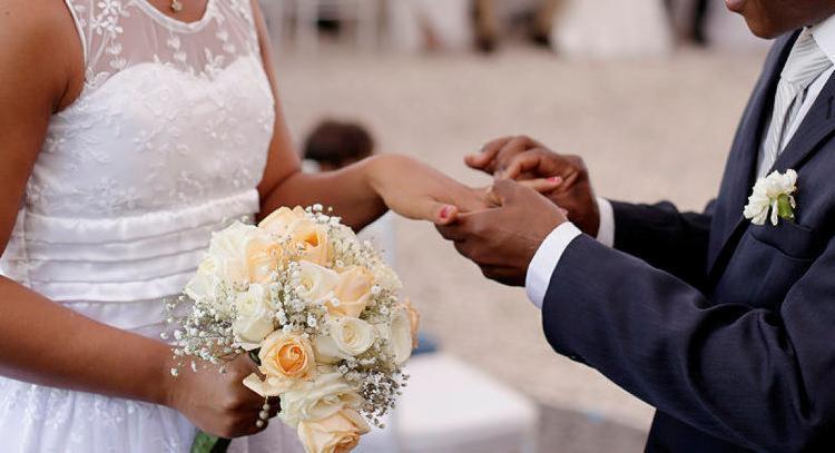 Casamento coletivo acontece no Quartel de Amaralina - Foto: Raul Spinassé | Ag. A Tarde | 28.05.2017