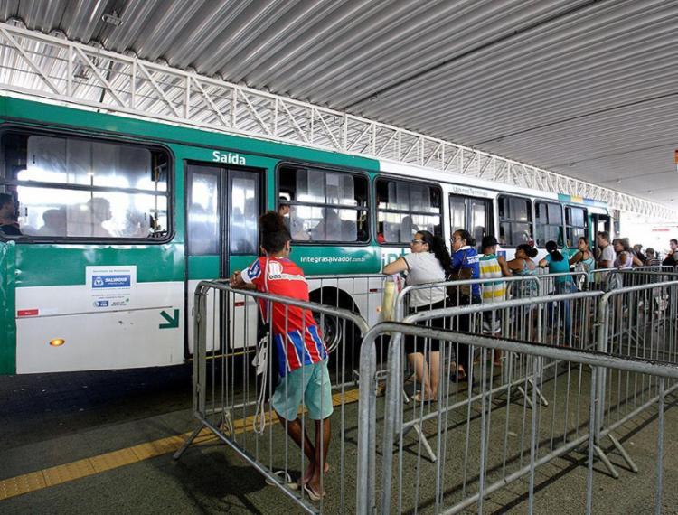 As linhas do sistema de transporte coletivo de Salvador estarão operando com 100% da frota - Foto: Mila Cordeiro l Ag. A TARDE