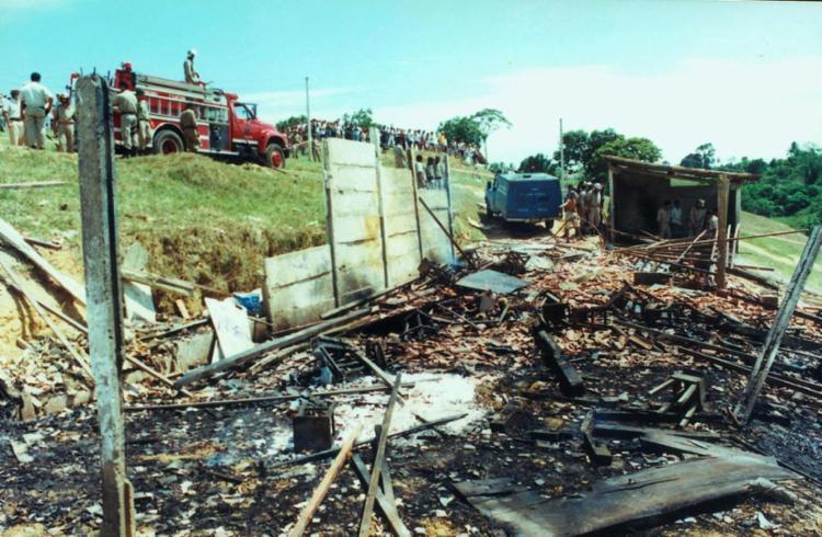 Explosão da fábrica clandestina de fogos provocou a morte de 64 pessoas - Foto: Abmael Silva | Ag. A TARDE