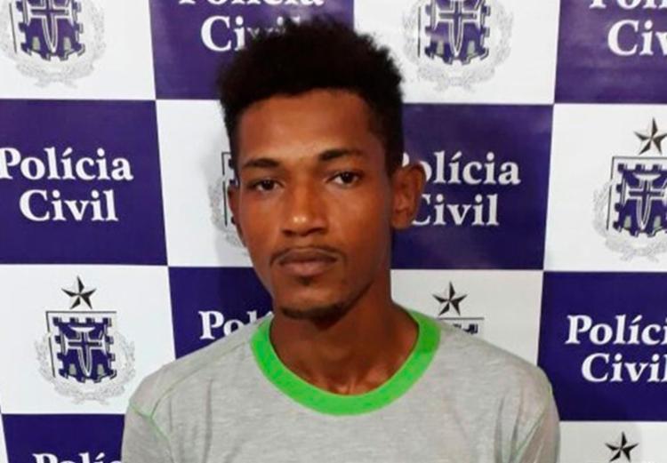 Antônio foi capturado com um revólver municiado e maconha - Foto: Divulgação   PC-BA