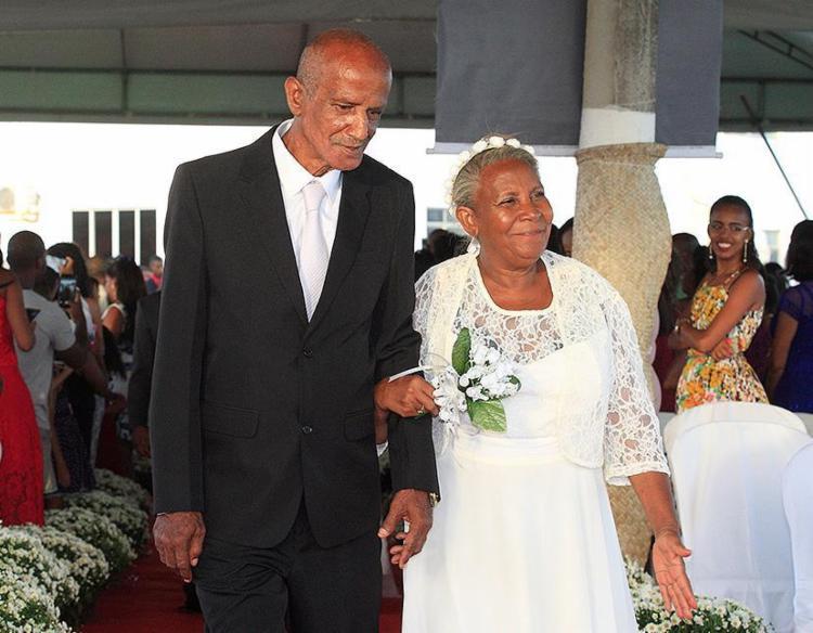 Antonieta e Ubiratã estão juntos há cerca de 50 anos - Foto: Mila Cordeiro l Ag. A TARDE