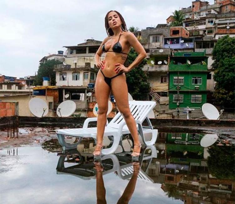 Anitta libera prévia de videoclipe de