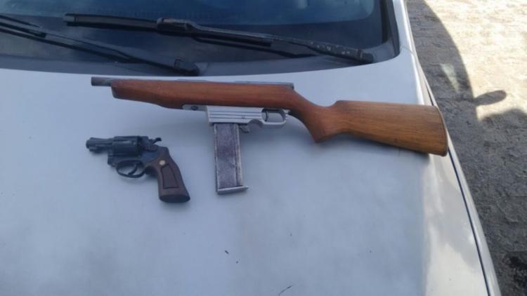 Armas que estavam com os suspeitos foram apreendidas - Foto: Divulgação | Polícia Militar