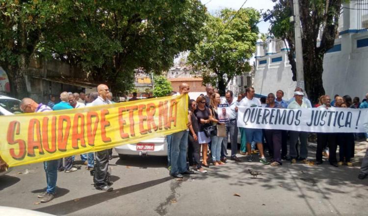 Grupo pede que a polícia identifique e prenda o responsável pelo crime - Foto: Euzeni Daltro | Ag. A TARDE