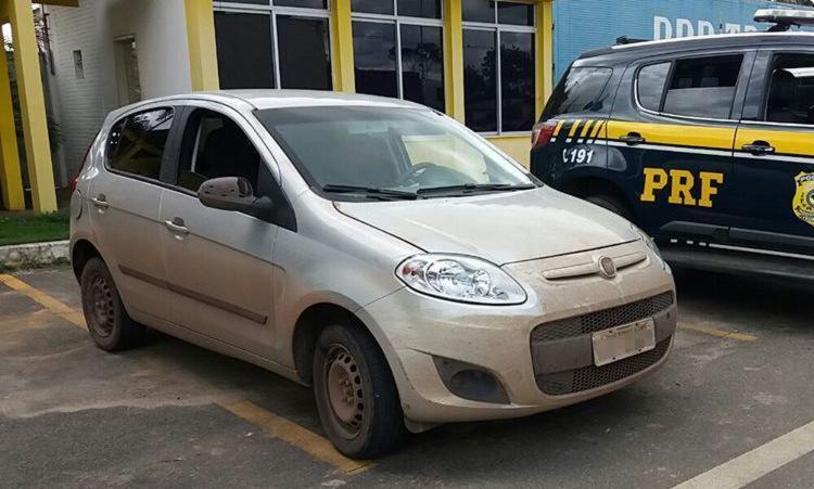 Carro foi roubado em São Paulo e era levada para Pernambuco - Foto: Divulgação | Polícia Rodoviária Federal