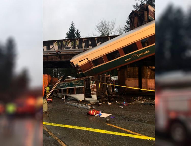 Trem descarrila e deixa mortos e feridos nos EUA