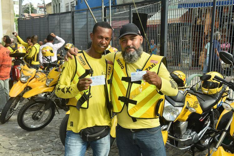 Mototaxistas credenciados receberam alvarás para a exploração do transporte individual de passageiros - Foto: Max Haack l Secom-PMS