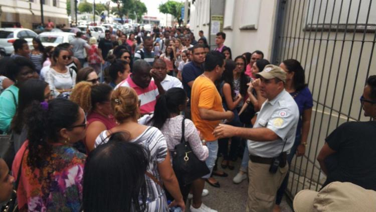 Procura foi maior do que o número de senhas disponíveis - Foto: Raul Spinassé | Ag. A TARDE