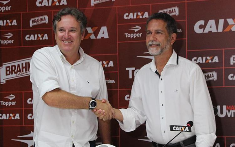 O diretor de futebol Erasmo Damiani (E) foi oficialmente apresentado por Ricardo David - Foto: Maurícia da Matta l EC Vitória
