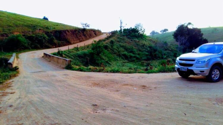 Estrada de chão que liga cidades de Iguaí e Dário Meira, onde deve ser feita a obra - Foto: Nelo Ferrari | Divulgação