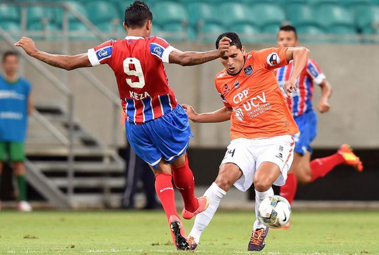 Em 2014, o Tricolor venceu o César Vallejo em Salvador, mas acabou foi eliminado no jogo de volta no Peru - Foto: AFP Photo