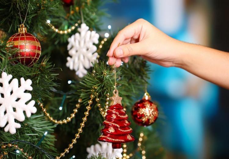 Segundo o calendário cristão, a data 3 de dezembro é o dia oficial para a montagem da árvore - Foto: Divulgação