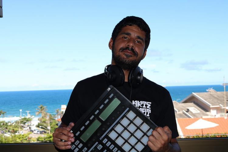 Em 2018, Gil Daltro lançará EP com músicas autorais e desenvolverá trabalhos com MC Galf AC - Foto: Juliana Figueró l Divulgação