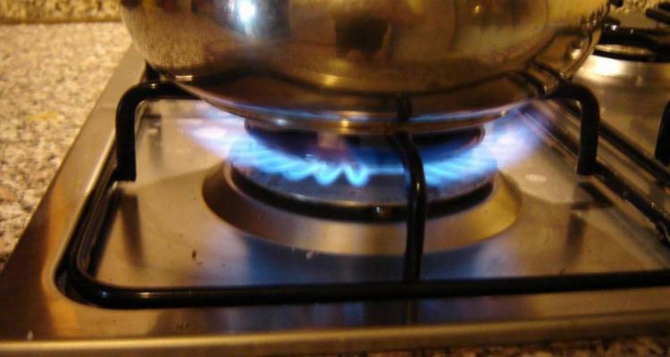 Vítima, que não tinha experiência em cozinha, derramou água fervendo no corpo - Foto: Reprodução