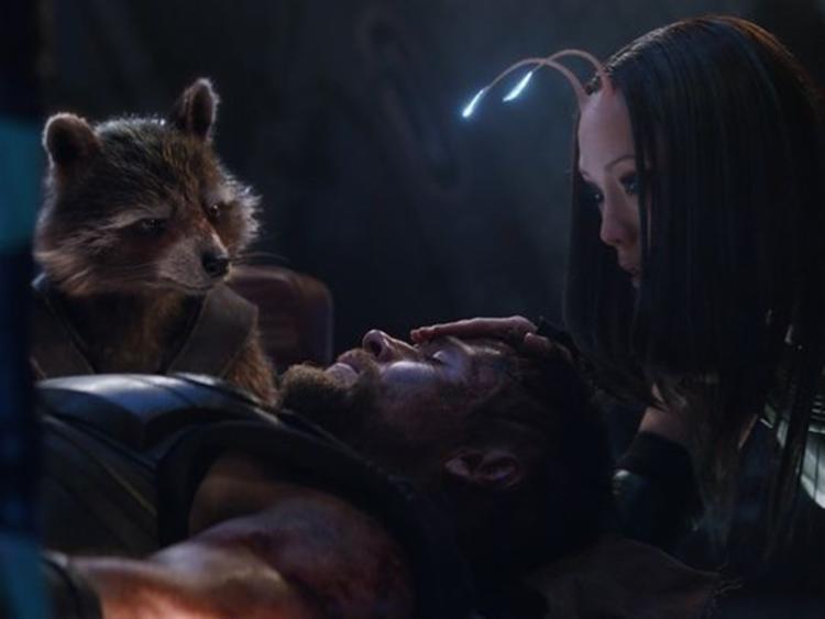 Thor aparece desacordado em nova imagem divulgada de Vingadores - Foto: Reprodução