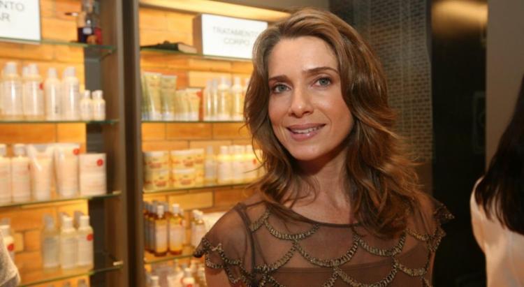 A atriz exibiu uma tatuagem grande nas costas e foi bastante elogiada - Foto: Divulgação