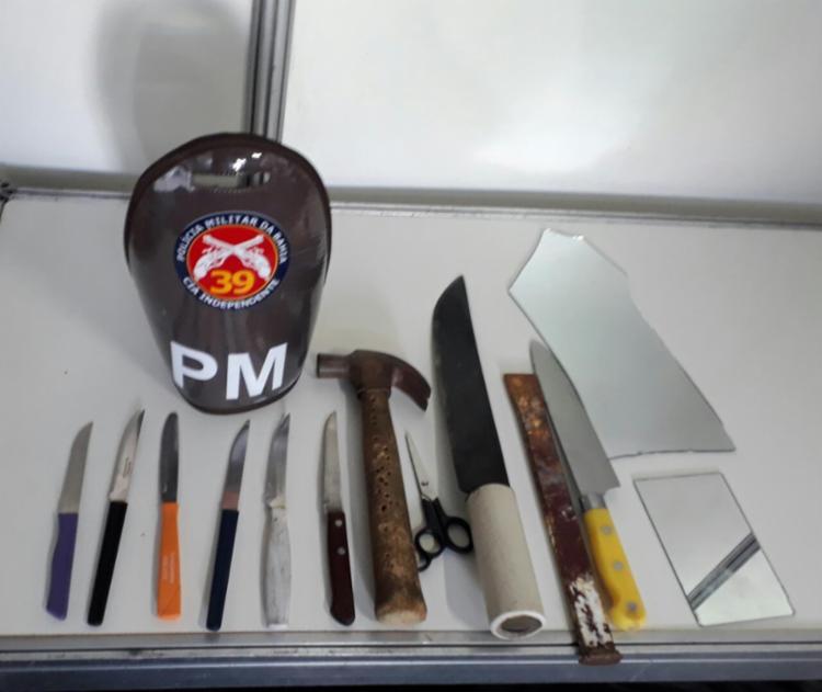 Um martelo e cacos de espelho estão entre os objetos apreendidos - Foto: Alberto Maraux   Divulgação   SSP-BA