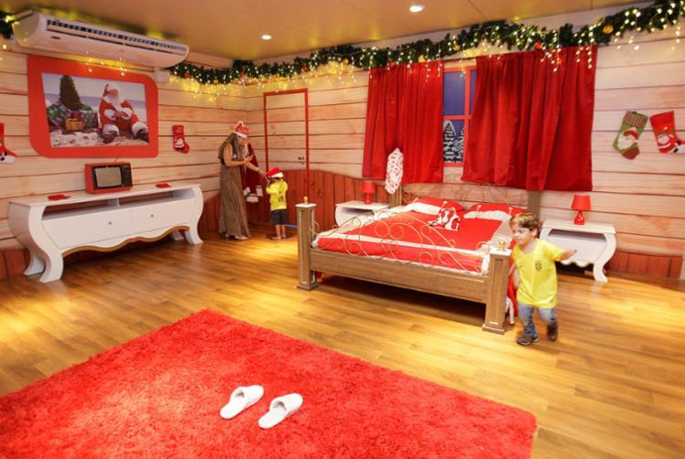 Crianças exploram o quarto do Papai Noel no Shopping da Bahia - Foto: Mila Cordeiro   Ag. A TARDE   30.11.2017