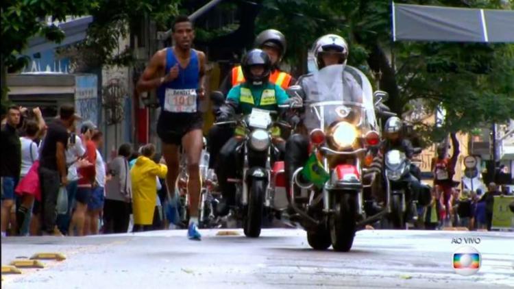 O etíope Dawit Admasu venceu a disputa masculina - Foto: Reprodução | TV Globo