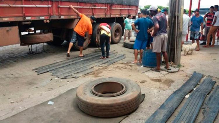 Caso ocorreu na BR-116, no bairro Pituba, em Poções - Foto: Reprodução | Blog do Jefferson Almeida