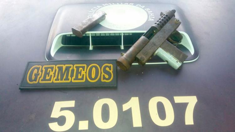 Com um dos suspeitos, foi encontrado uma submetralhadora - Foto: Divulgação | SSP