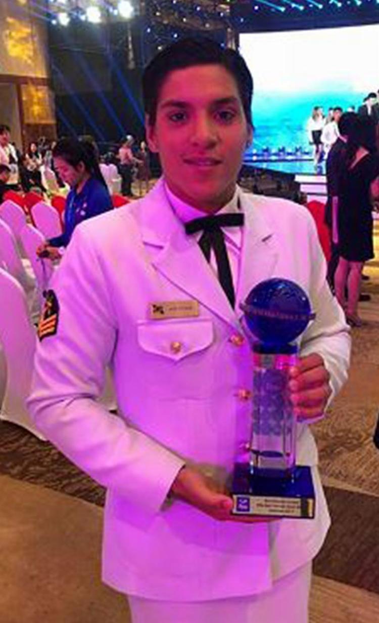 Baiana recebeu o troféu especial em evento na China - Foto: Reprodução l Facebook