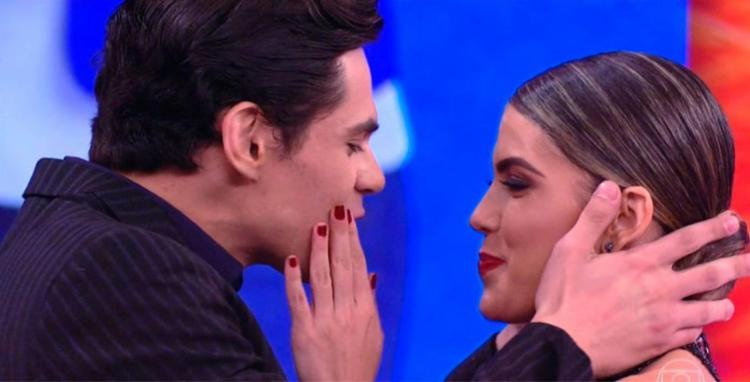 Lucas Veloso e Nathalia Melo se conheceram nos ensaios para a Dança dos Famosos - Foto: Reprodução | TV Globo