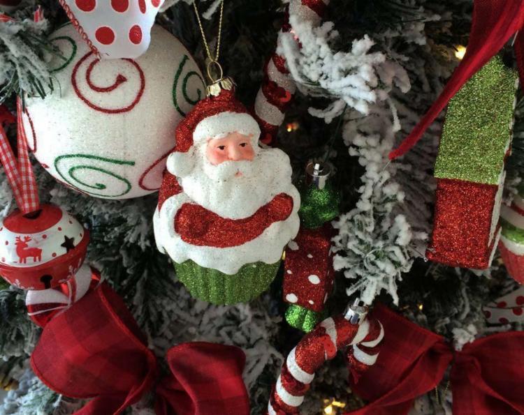 Árvore de Natal costuma ser usada para pendurar cartas com pedidos das crianças - Foto: Lia Negrão   Divulgação