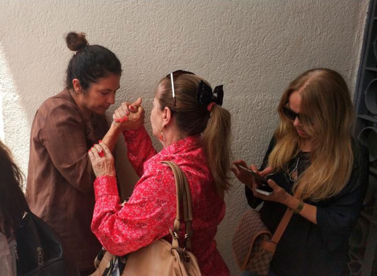 Emocionada, Marinúbia deixou o Salão do Júri após o início da sessão - Foto: Raul Spinassé | Ag. A TARDE