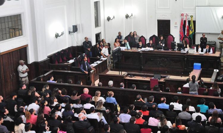 Público ocupou os 432 assentos do Salão do Tribunal do Júri para acompanhar primeiro dia de julgamento - Foto: Nei Pinto l Ascom TJ-BA
