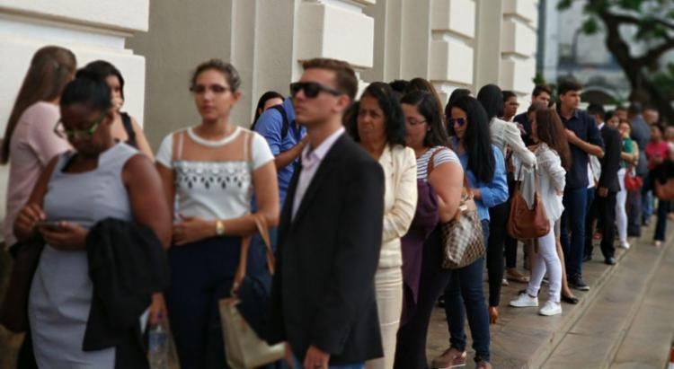 Centenas de pessoas enfrentam fila para acompanhar julgamento - Foto: Raul Spinassé | Ag. A TARDE